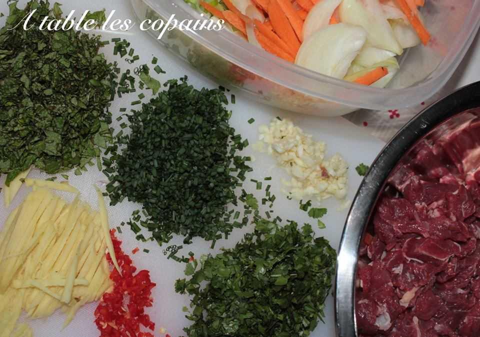 Nouilles de riz sautées au boeuf citronnelle et gingembre et nems au porc