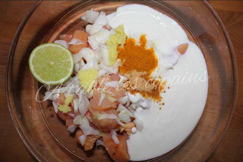 Poulet à l'ananas, marinade au yaourt, gingembre et curry.