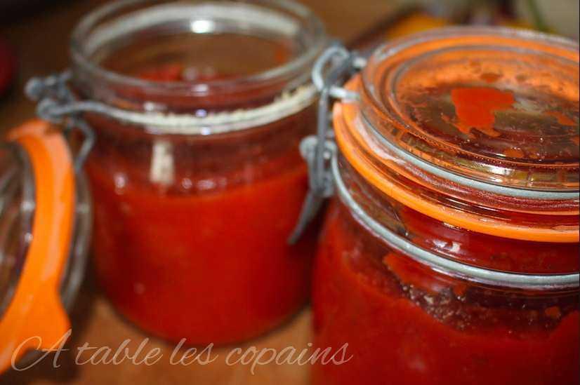 bocaux de tomates du jardin