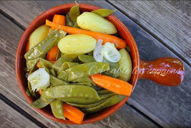 Marmite de pois gourmands et petits légumes nouveaux