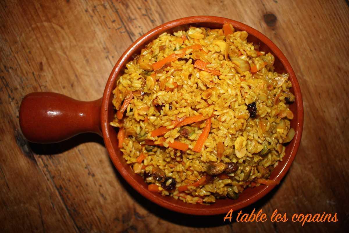 Riz aux épices, carottes à l'orange, pistaches, amandes et fruits secs