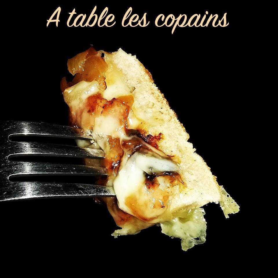 Tartine façon tartiflette, tome de Savoie, lardons, oignons